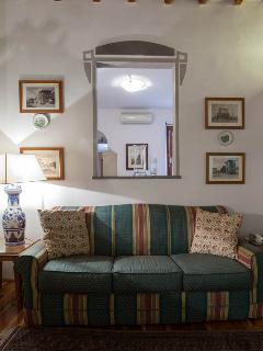 La Perfola: living room with double sofa bed