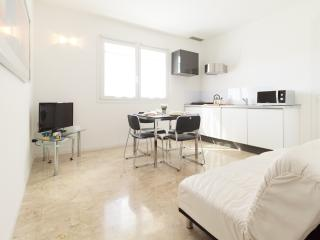 Brand new elegant flat with big terrace & carpark, Venice