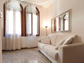 Newly renovated 5 min walk from S.Lucia Station, City of Venice