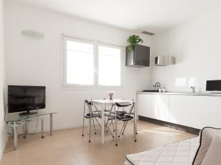 New stylish flat with terrace garden & carpark, Venecia