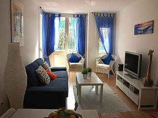 Gaudi - Newly furnished central sunny apartment, Sitges
