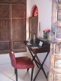 suite rouge 'petit bureau'