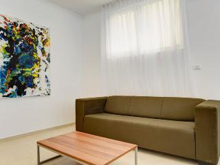 Great 1br apartment Hayarkon St., Tel Aviv