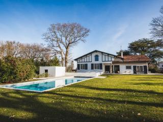 Modern Luxury 7-BR & Heated Pool, Biarritz
