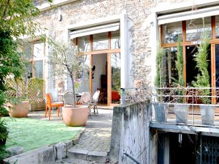 HugeLoft w Garden,Parking, sleeps 6-12, 3 bed 3ba, Parigi