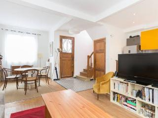 Family house 15 minutes from Paris, Suresnes