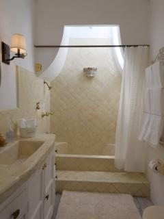 Baño family suite