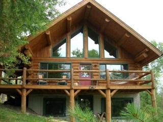 Everett Ridge: Year-Round Upscale Log Home on Private Everett Lake