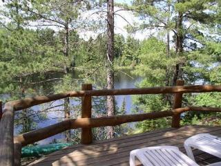 Everett Ridge: Year-Round Upscale Log Home on Private Everett Lake