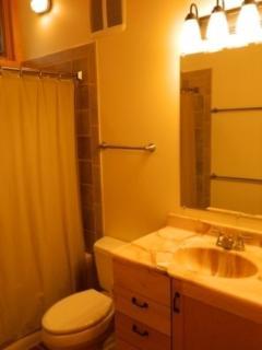 Second bath on upper level has tub/shower