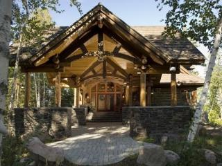 Eagle Point: Elite Wilderness Log Home with Welcoming Porte Cochere and Grand Views of the Lake!, Ely