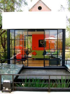 Third Floor TV/Study/Bedroom for your extra guest with en-suite bathroom