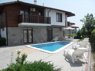 HillTop Villa - Luxury 4 Bed Sleeps 10 with WIFI, Sunny Beach