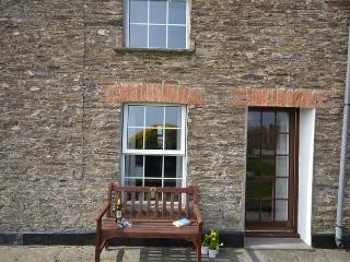 SEAGU Cottage situated in Padstow (4mls E)