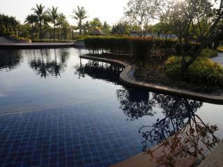 Luxurious 2BR, 3BATH, large bright Poolside Villa, Bang Tao Beach