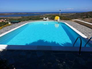 Villa Aura con giardino e piscina privata per 4+2, Stintino