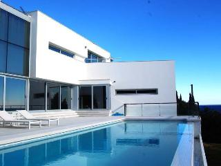 SPECTACULAR FIRST LINE CUBIC-STYLE HOUSE IN BLANES, Blanes