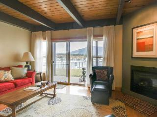 Two-story lakefront condo with shared hot tub and pool, South Lake Tahoe