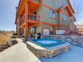 Dog-friendly home w/ views of the Jordanelle Reservoir plus private hot tub, Heber City