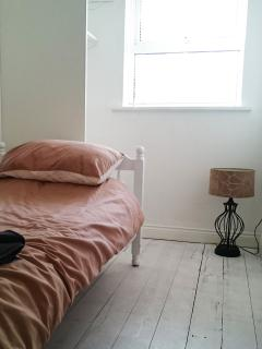Single bedroom with lamp