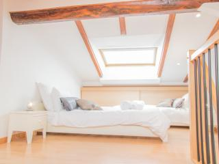 Loft style second bedroom with 2 single beds (90cm)