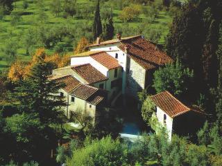Agriturismo Biologico e Familiare con piscina panoramica e giardino