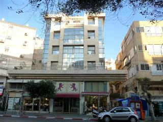1br Frishman Tower beach apartment, Tel Aviv