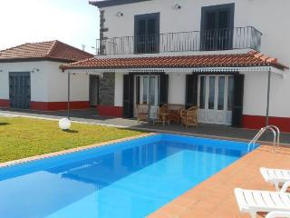 Casa Pereira - with private BBQ SNOOKER POOL WIFI, Ponta do Sol