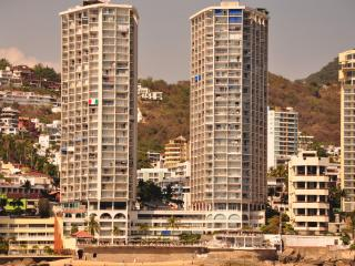Beachfront Resort Condo on Acapulco Bay
