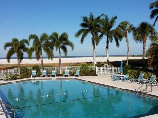 New Contemporary Renovation, Beachfront Amazing Direct Views, WiFi & Parking
