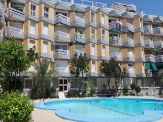 Salou center, pool, beach, Port Aventura