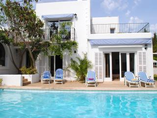 Lovely and confortable family Villa with Pool close to beach and all amenities