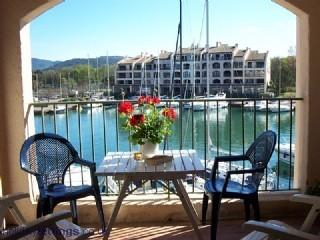 Delightful waterside apartment in Bay of St Tropez, Cogolin