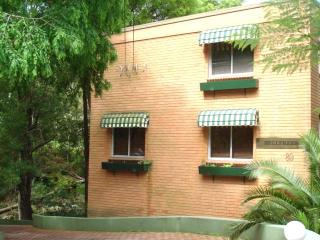 Peaceful 1 bedroom & Parking, Neutral Bay