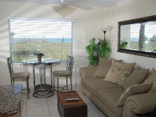 Casey Key Deluxe Suite with a Beachview - Unit 24, Nokomis