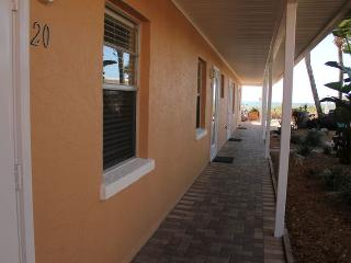 Casey Key Beach Courtyard Efficiency - Unit 20, Nokomis