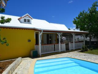 PERFECT GETAWAY POOL VILLA FOR FAMILIES / COUPLES, Lamentin