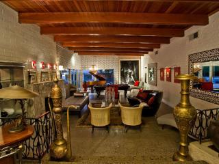 Glamour,chic live in Nicholas cage former estate, Las Vegas