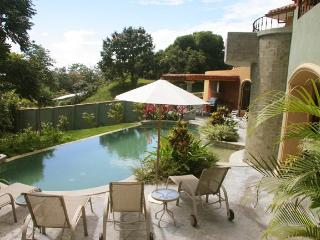2 Beautiful Villa, 2 large Pools, Jacuzzi, Sleep28, Parque Nacional Manuel Antonio