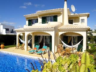 Wonderfull and Private 4 Bedroom Villa with pool, Sesmarias