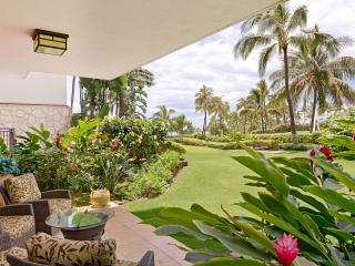 Magnificent Ground Floor 2 BR/2 Bath Villa right on the lagoon in Beach Tower - Ko Olina Beach Villa, Kapolei