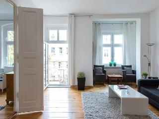 Charlotte in Prenzlauer Berg apartment in Prenzla…