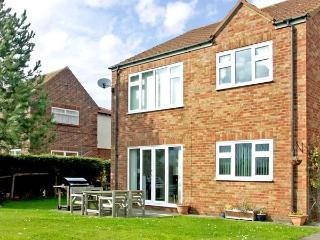 APARTMENT 1 RUNSWICK LODGE, with a garden in Runswick Bay, Ref 916580