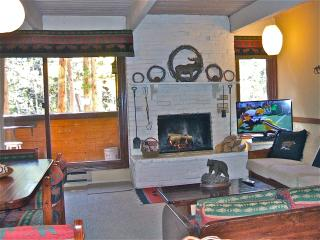 TOP 2BR WALK/SKI TO ALL.WIFI, WOOD FIREPLACE