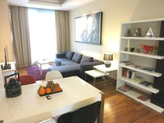 SERVICED 2 BED SKY VILLA WITH VIEW, POOL, GYM, BTS, Bangkok
