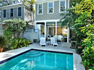 Havana Oasis - Luxury 2-Home, Group Rental w/ 2 Pvt Pools. Sleeps 12!, Key West