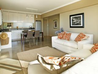 Open plan livingroom and kitchen