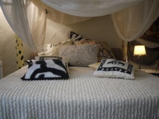 Safari room at La Dolce Vite - rural B&B in Azille