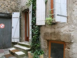 La Dolce Vita self-catering gite, rural village of Azille