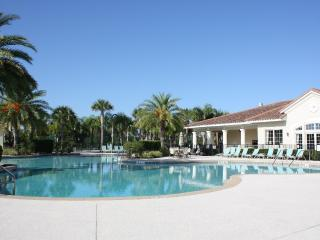 2 Miles to Disney! Heated Pool. 5 Star Awarded, Kissimmee
